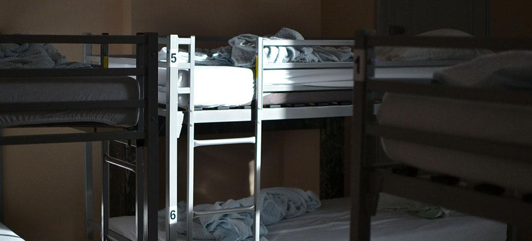 Des lits superposés pour accueillir les SDF.