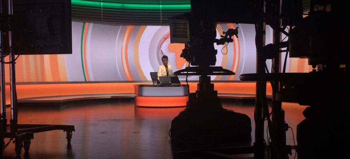 Sophie Ikenye sur le plateau de Focus on Africa (BBC)